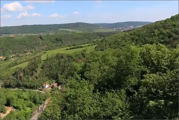 Údolí říčky Loděnice ze Svatojánské skály