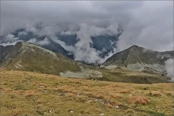 Hladký štít (vlevo) a Hladké sedlo, dále vpravo sedlo Závory a Tichý vrch