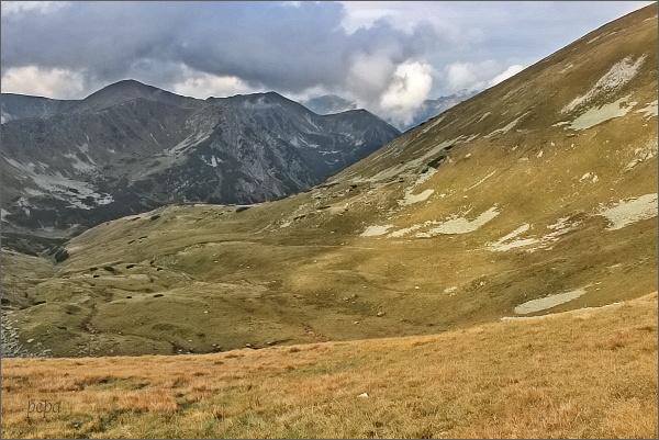 Zadná Tichá dolina a Liptovské kopy z Hladkého sedla. Vpravo svahy Valentkovej