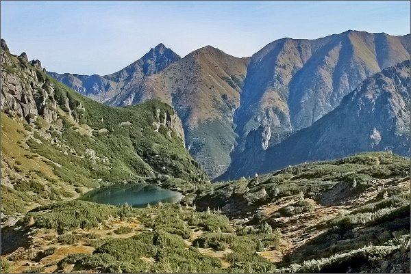 Široká z Ťažkej doliny. Dále vpravo Štít nad Zeleným a Žabí vrch Javorový (SZ a JV)