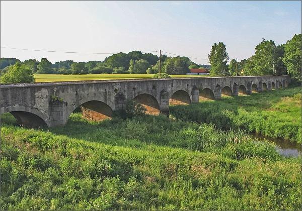 Kamenný most ve Staré Hlíně