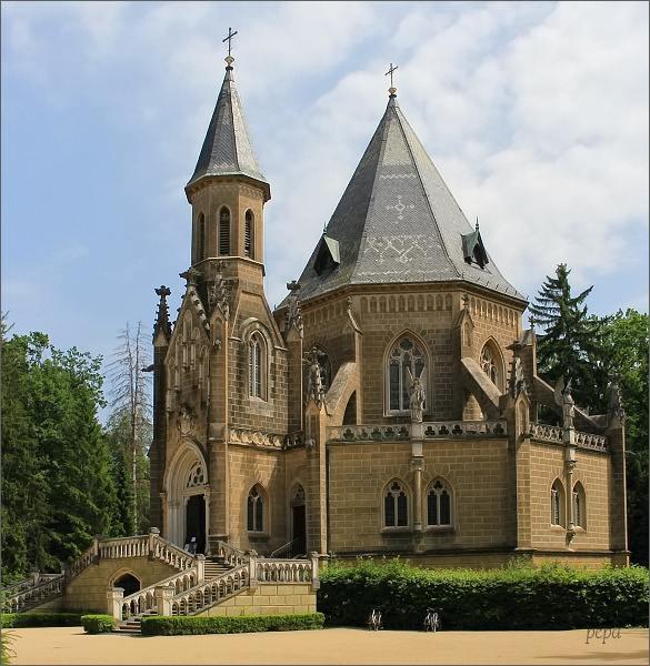 Schwarzenberská hrobka u rybníka Svět