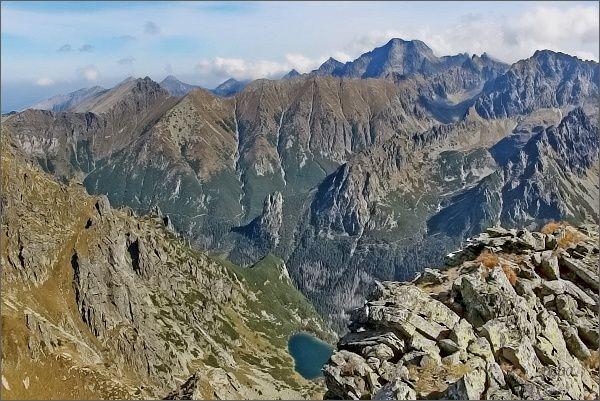 Široká z Ťažkej doliny. Dále vpravo Štít nad Zeleným a Žabí vrch Javorový
