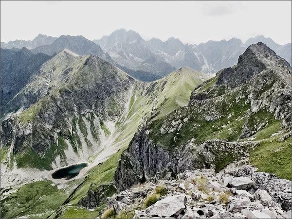 Široká ze Svišťového Kopiniaku. Dále vlevo Štít nad Zeleným, Sedlo nad Zeleným, Žabí vrch Javorový