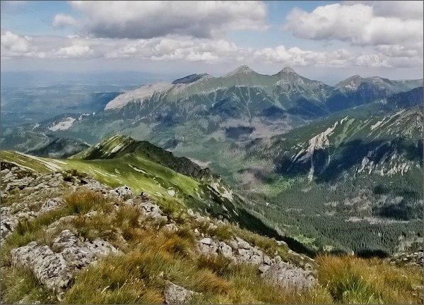 Belianske Tatry ze Širokej. Blíže hřeben Svišťovek