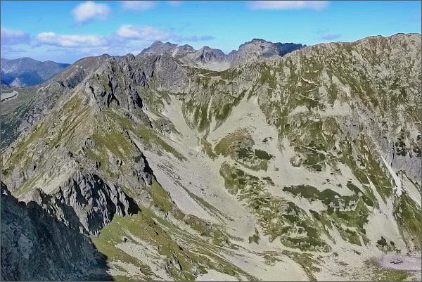 Szpiglasowy Wierch (Hrubý štít) a sedlo Szpiglasową Przełęcz z Druhého Mnícha