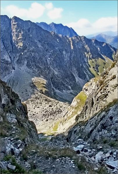 Štrbina pod Druhým Mníchom. Pohled do Piargovej doliny