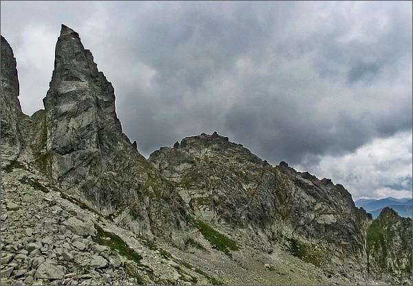 Zadni Mnich (Druhý Mních) a Ciemnosmreczyńska Turnia (Temnosmrečinská veža)