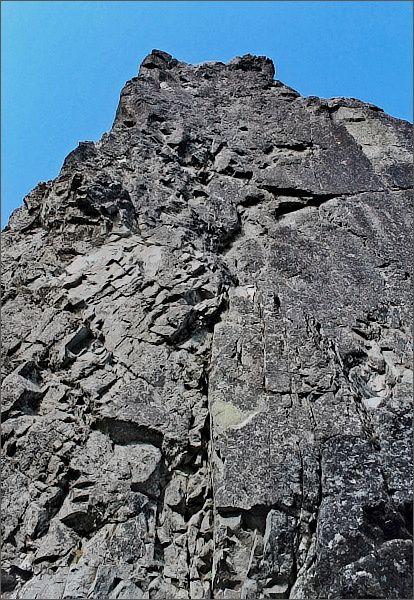 Druhý Mních. Jihovýchodní stěna nad Štrbinou za Druhým Mníchom