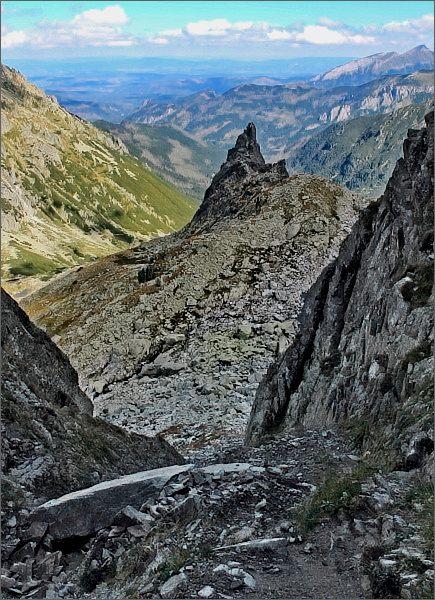 Przełączka pod Zadnim Mnichem. Pohled do Doliny za Mnichem