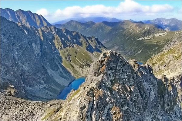 Temnosmrečinská dolina z Druhého Mnícha. V popředí Temnosmrečinská veža