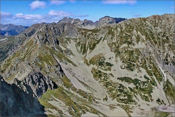Zadni Mnich / Druhý Mních. Pohled k severu. Závěr Doliny za Mnichem, Szpiglasowy Wierch (Hrubý štít), Szpiglasowa Przełęcz