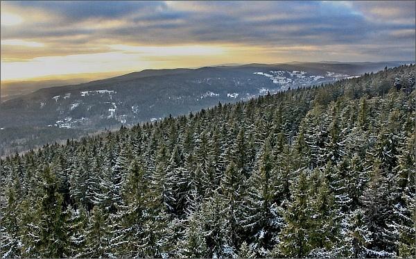 Rozhledna Pajndl. Pohled k západní části Krušných hor