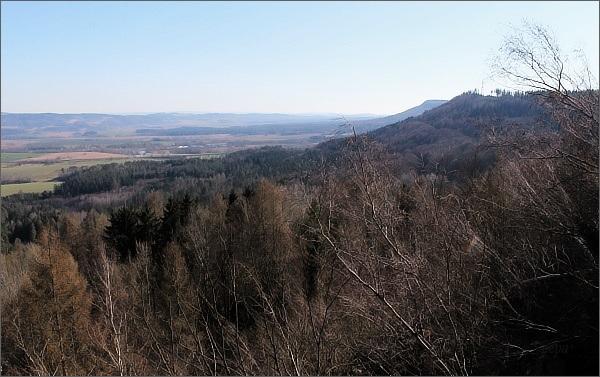 Hřebečský hřbet z vyhlídky Nad doly. Na druhém horizontu vpravo Roh