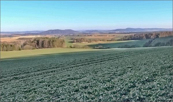 Moravská Třebová a Třebovské hradisko od Mladějovské úzkorozchodné dráhy