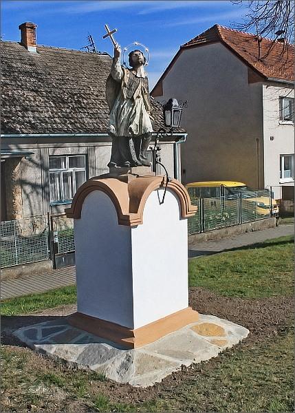 Malé Hradisko. Socha sv. Jana Nepomuckého