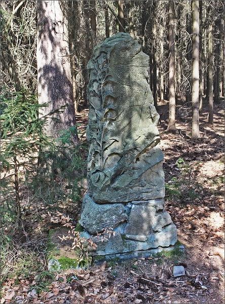 Pomník Milady Mackerlové u Sládkovy skály