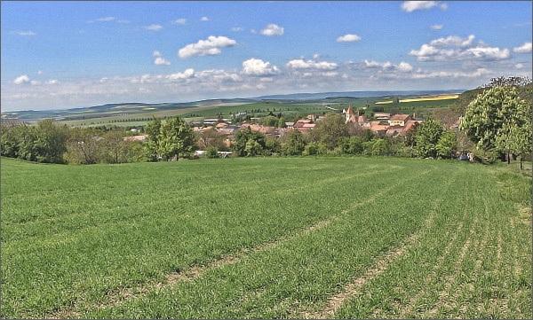Chvalkovice, pohled k západu, k Drahanské vrchovině
