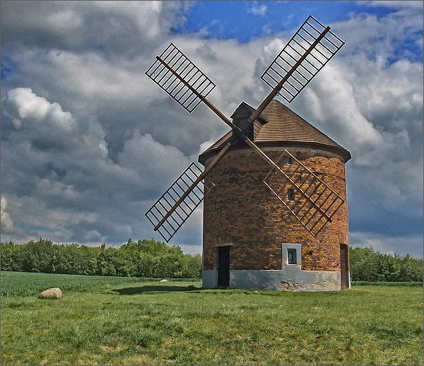 Chvalkovice, větrný mlýn