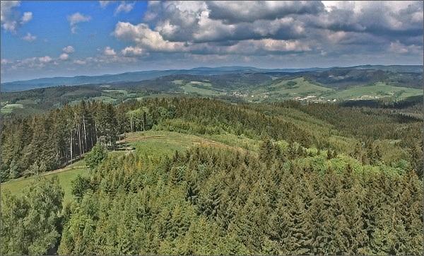 Hostýnsko-vsetínská hornatina z Vartovny (uprostřed Kelčský Javorník)