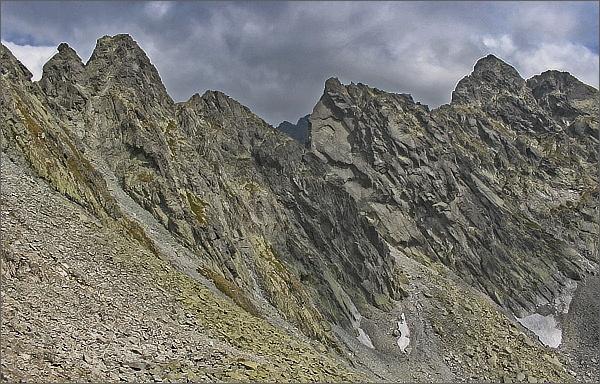 Snežné kopy, Východný Železný štít a Popradský Ľadový štít (zleva) ze Strážneho sedla