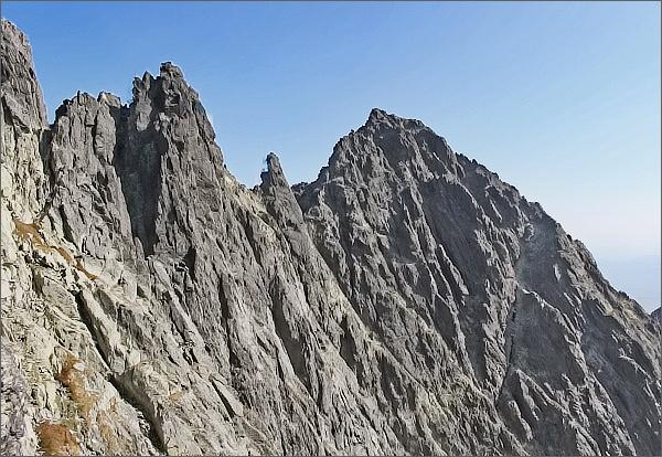 Vidlové veže (Veľká a Východná). Uprostřed Kežmarský štít