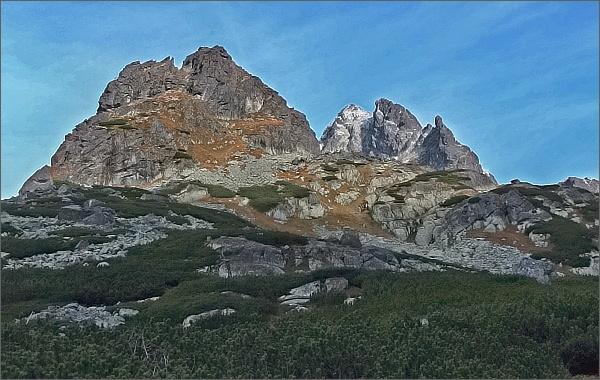Dolina Zlomísk. Pohled ke Zlomiskovej veži, Vysokej, Dračiemu štítu a Ošarpancom (zleva)