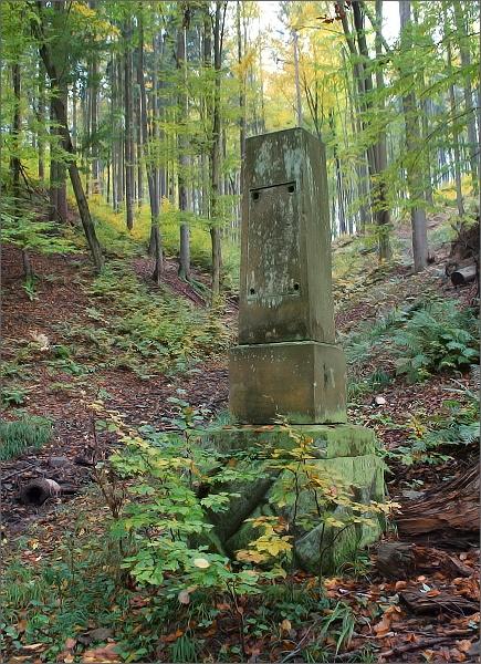 Pomník v Kladecké dolině
