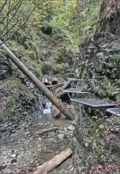 Suchá Belá. Ocelové nášlapné plošinky nad Misovými vodopády