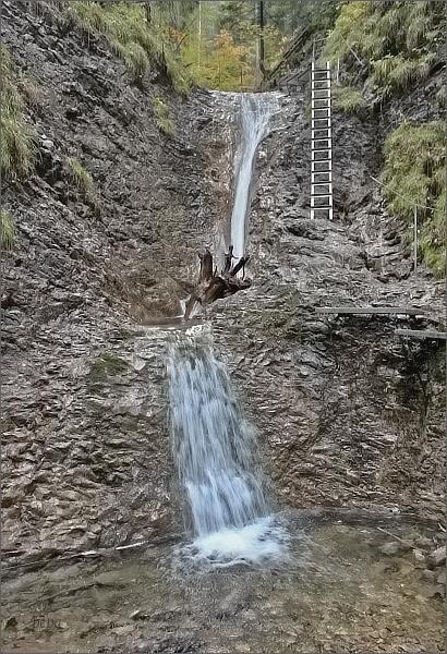 Suchá Belá. Korytový vodopád