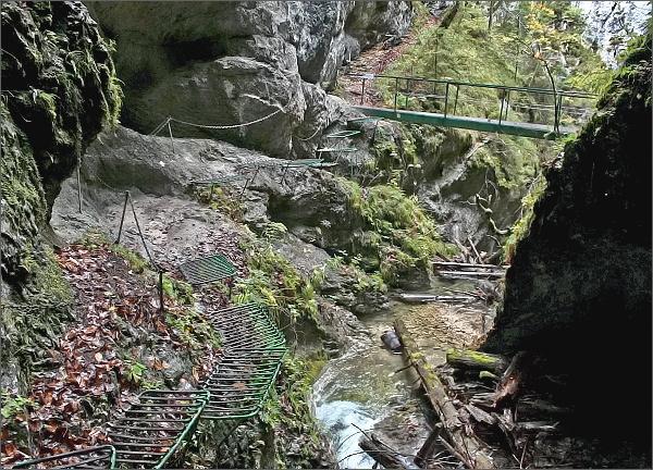 Kyseľ. Ferrata HZS nad Obrovským vodopádom. Vyhlídkový můstek