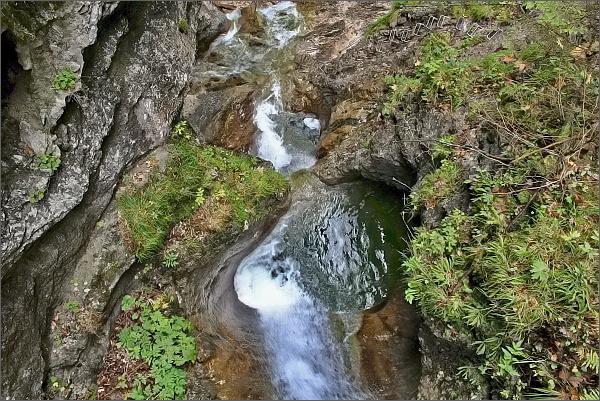 Kyseľ. Kamenné hrnce pod Obrovským vodopádom