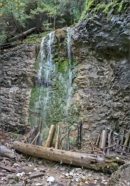 Kláštorská roklina. Machový vodopád
