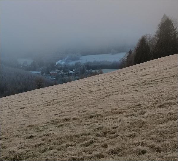 Cestou na Anenský vrch. Pohled k Suché Rudné