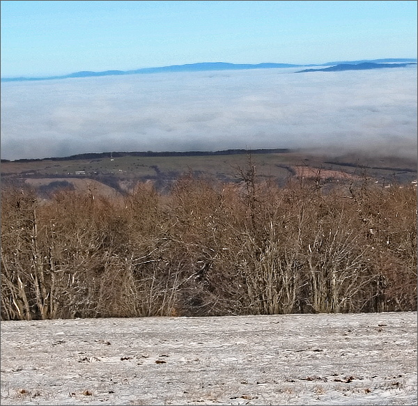 Hostýnské vrchy z Velké Javořiny. Vlevo Hostýn, uprostřed Kelčský Javorník