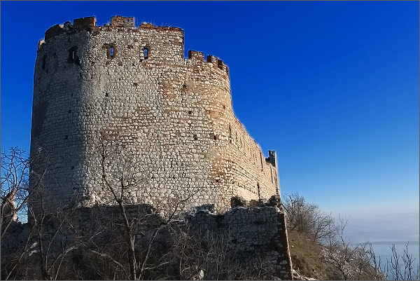 Děvičky, východní hradby