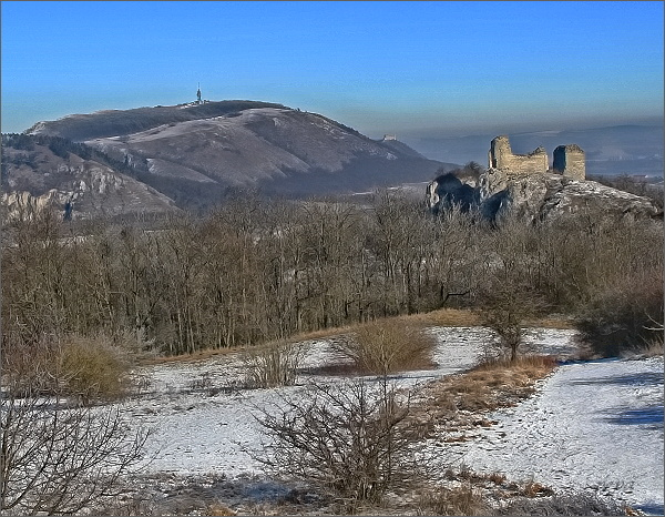 Sirotčí hrádek a Děvín ze Stolové hory