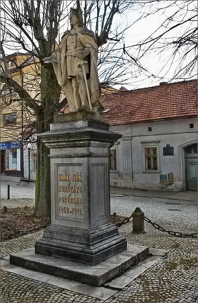 Kunštát, socha krále Jiřího z Poděbrad a Kunštátu