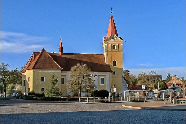 Koryčany. Náměstí s kostelem sv. Vavřince