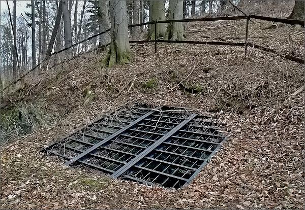 Bývalé štoly u Nové Rudné, kde se dobývala železná ruda