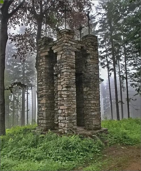 Pomník jedenácti rejvízským občanům padlým v první světové válce