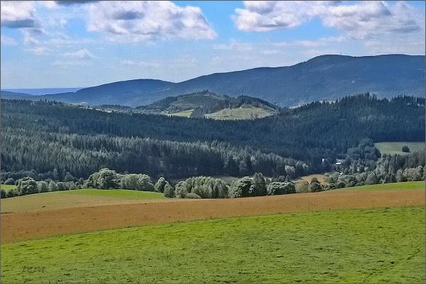Suchý vrch a Buková hora z rozhledny Val