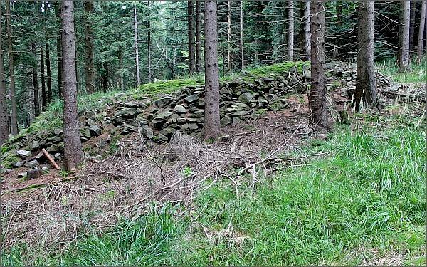 Hromady kamení