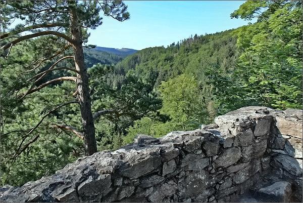 Zřícenina hradu Rychleby, Račí údolí